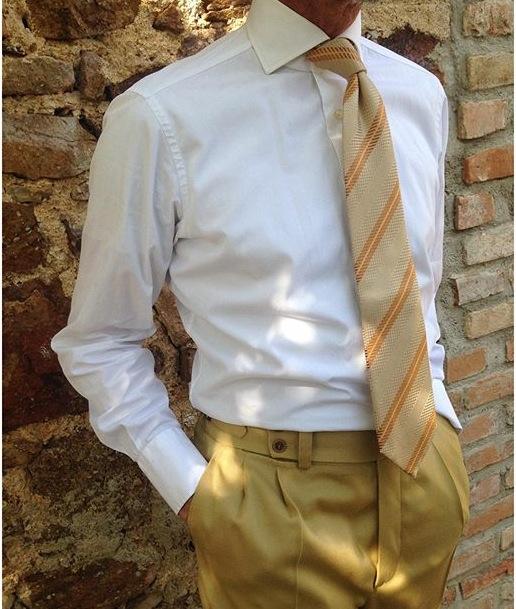 corbata demasiado larga