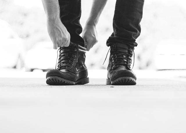 cómo combinar pantalones negros