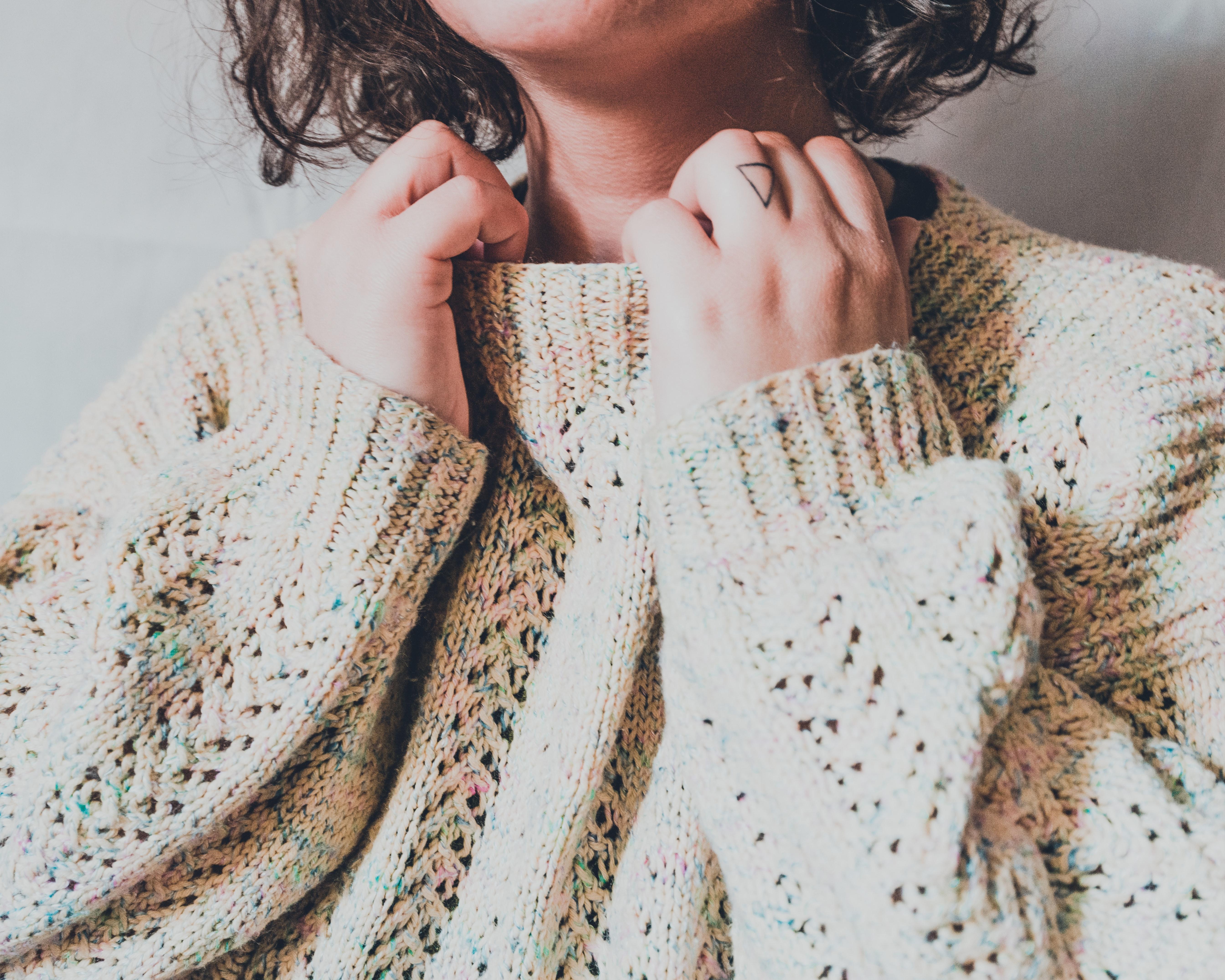 looks para mujer con jerseys de cuello alto